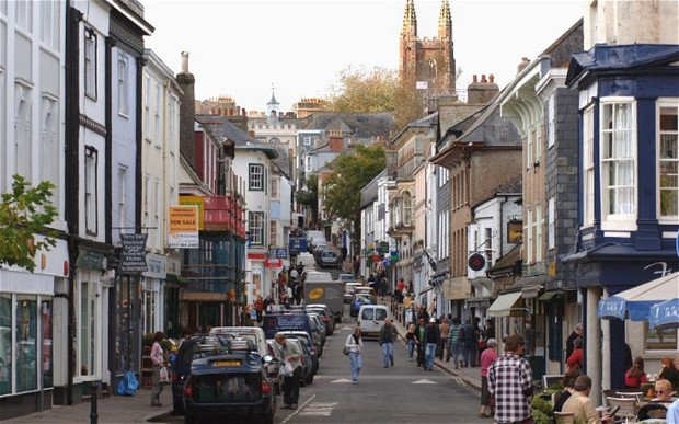 Totnes...Pic by JAY WILLIAMS of Bristol. Tel 01275 880579 / 07770 576076, pix@jaywilliams.co.uk Pic shows Fore Street, the main shopping street in Totnes, Devon.